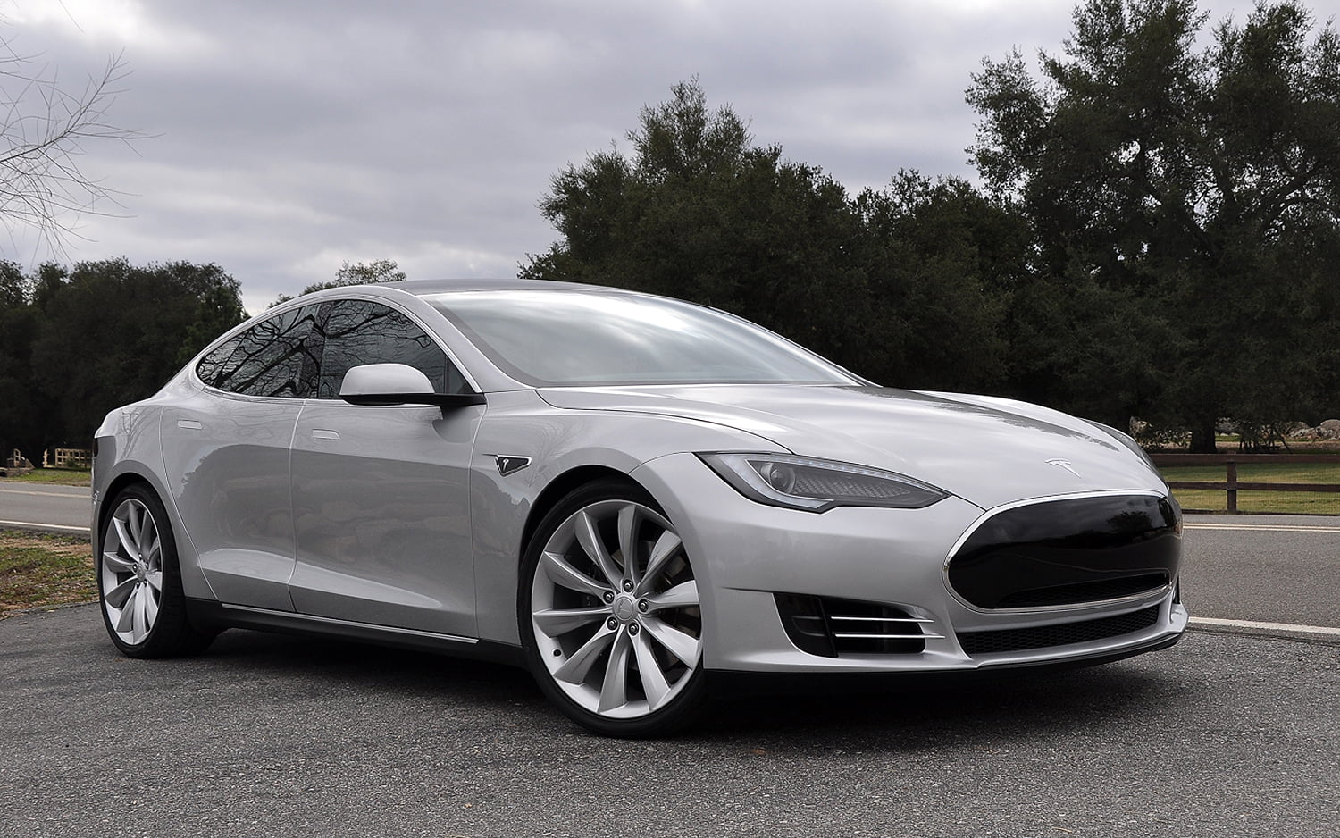 tesla model s voiture lectrique essais prix caract ristiques. Black Bedroom Furniture Sets. Home Design Ideas