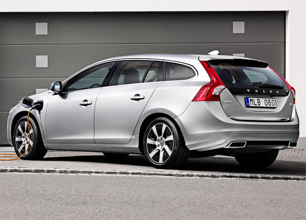 volvo v60 plug in hybrid voiture hybride essais prix. Black Bedroom Furniture Sets. Home Design Ideas